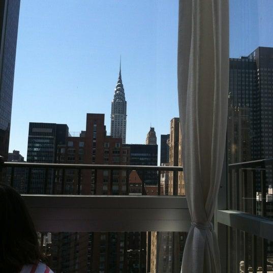 รูปภาพถ่ายที่ Upstairs โดย Michelle D. เมื่อ 5/19/2012