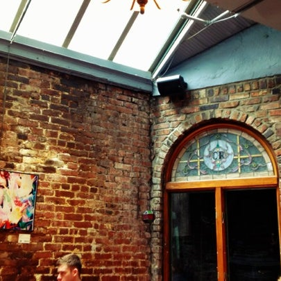 รูปภาพถ่ายที่ Cupping Room Cafe โดย Andrew M. เมื่อ 5/7/2012