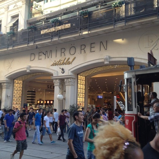 Foto scattata a Demirören İstiklal da Ioannis R. il 8/26/2012