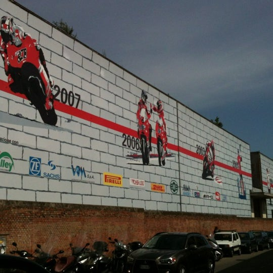 5/18/2012 tarihinde Marco F.ziyaretçi tarafından Ducati Motor Factory & Museum'de çekilen fotoğraf