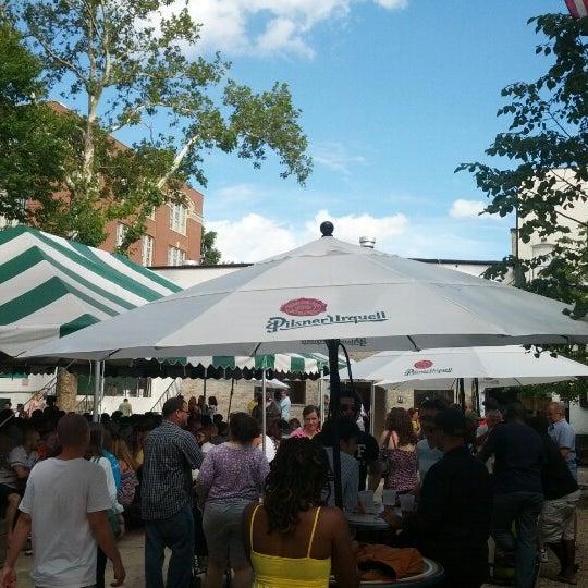 7/21/2012 tarihinde Ashek A.ziyaretçi tarafından Bohemian Hall & Beer Garden'de çekilen fotoğraf
