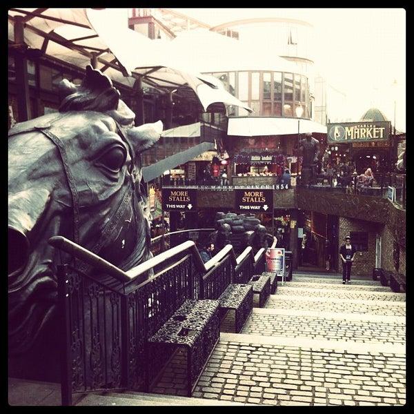 Foto tirada no(a) Camden Stables Market por Angel E. em 3/16/2012