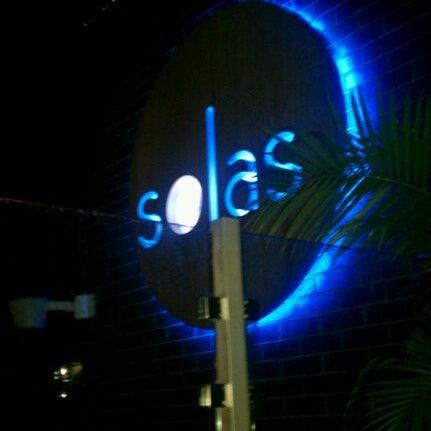 Снимок сделан в Solas Lounge & Rooftop Bar пользователем Chloe P. 7/22/2012