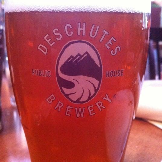 Снимок сделан в Deschutes Brewery Bend Public House пользователем Cameron D. 6/10/2012