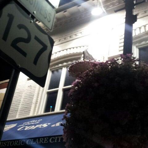 รูปภาพถ่ายที่ Cops & Doughnuts Bakery โดย Chris เมื่อ 8/15/2012