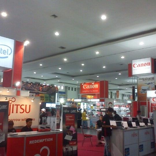 Das Foto wurde bei Jogja Expo Center (JEC) von dean m. am 6/11/2012 aufgenommen