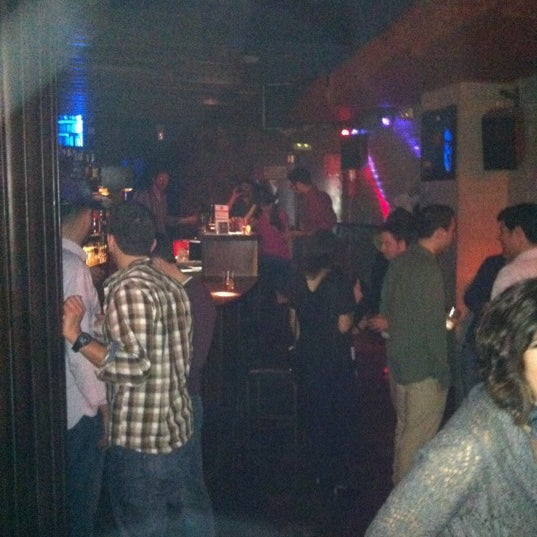 Foto tirada no(a) Moe Club por Alicia P. em 3/4/2012