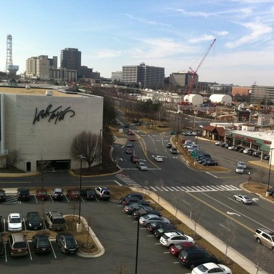 2/27/2011 tarihinde Chris  F.ziyaretçi tarafından Tysons Corner Center'de çekilen fotoğraf