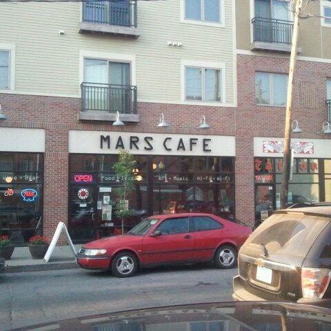 Снимок сделан в Mars Cafe пользователем Amedeo R. 9/13/2011