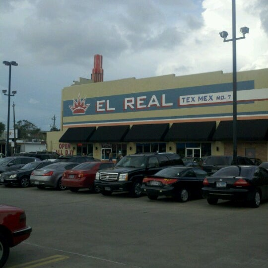 Снимок сделан в El Real Tex-Mex Cafe пользователем Rubix R. 6/18/2012