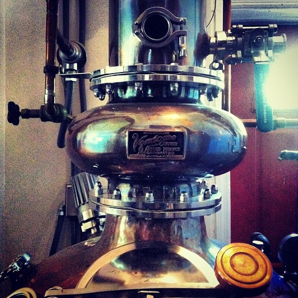 Das Foto wurde bei Square One Brewery & Distillery von Rob B. am 8/17/2012 aufgenommen