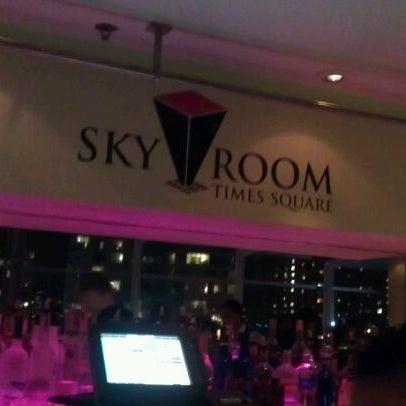 Снимок сделан в Sky Room пользователем Claribel P. 9/20/2011