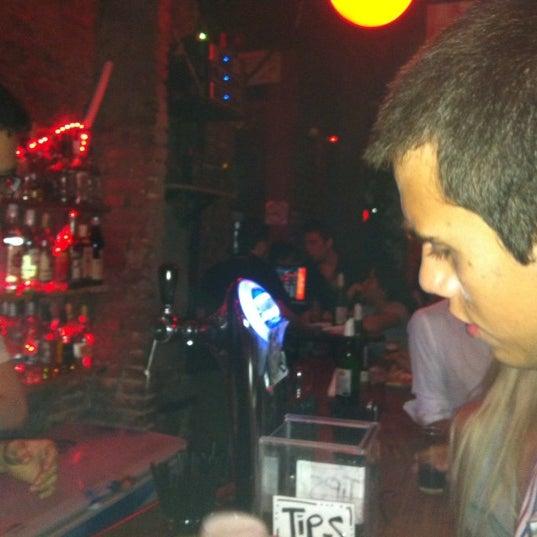 3/3/2012 tarihinde Negro C.ziyaretçi tarafından Sugar Bar'de çekilen fotoğraf
