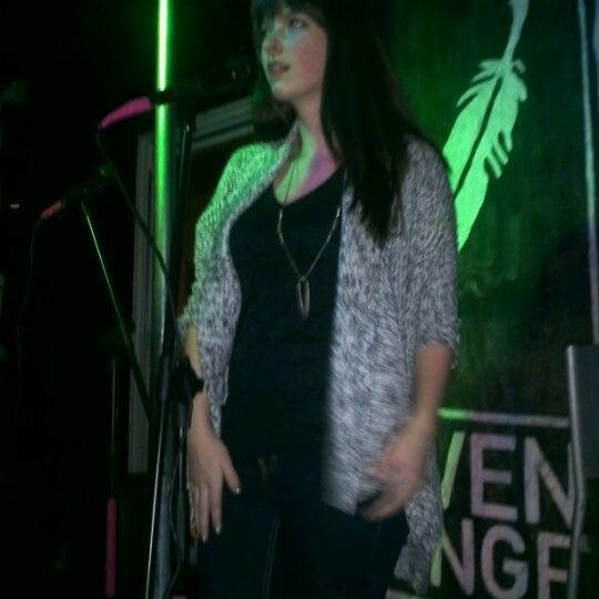 1/26/2012 tarihinde Christina G.ziyaretçi tarafından Raven Lounge'de çekilen fotoğraf