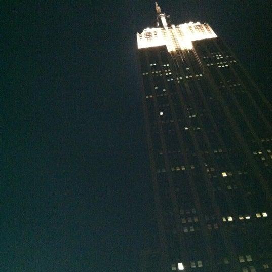 Foto diambil di VU Bar NYC oleh Shari G. pada 5/7/2012