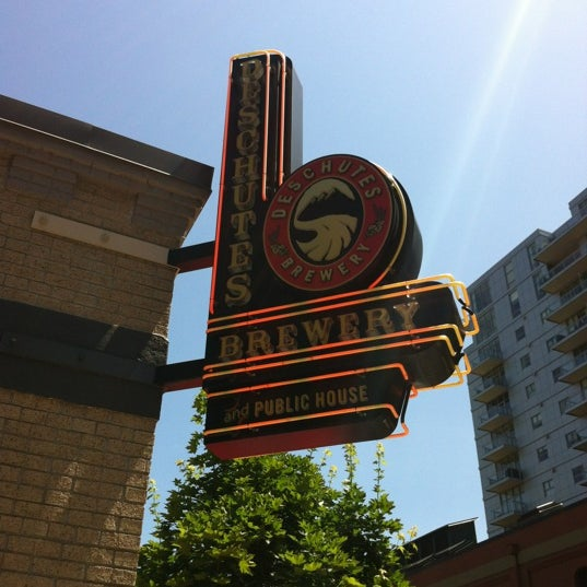 Photo prise au Deschutes Brewery Portland Public House par Indy G. le7/6/2012