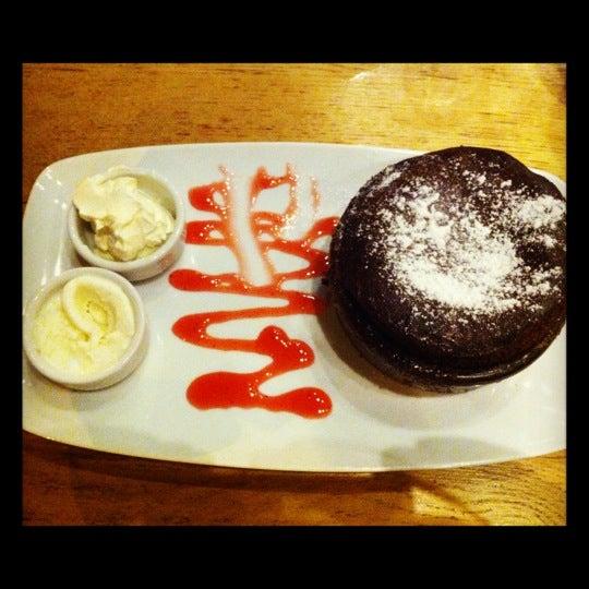 Foto tomada en Taş Kahve Cafe & Restaurant por Tarik S. el 8/6/2012
