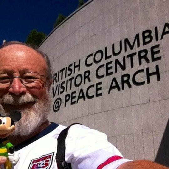 Foto scattata a British Columbia Visitor Centre @ Peace Arch da Jay A. il 8/15/2012