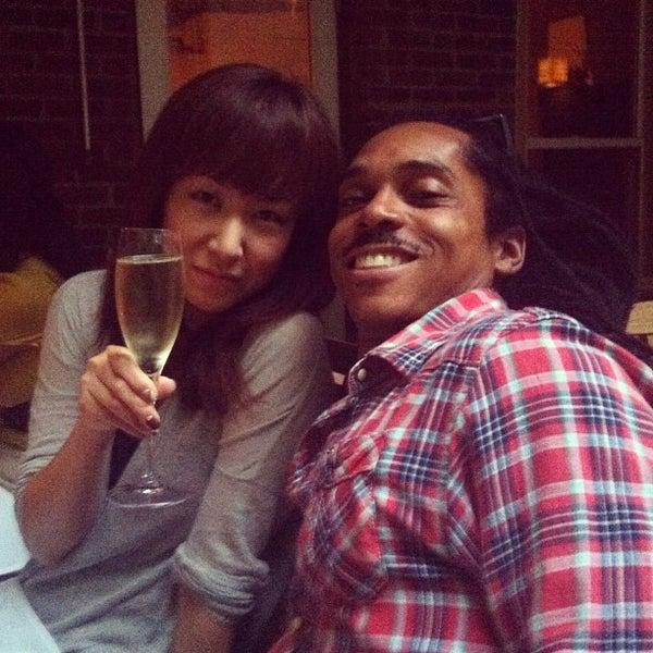 Foto scattata a Stonehome Wine Bar & Restaurant da Chie il 8/29/2012