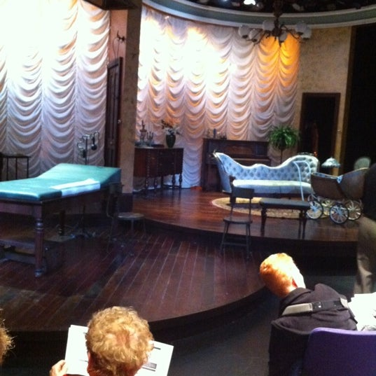 Foto tirada no(a) Milwaukee Repertory Theater por Liz G. em 4/18/2012