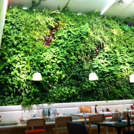 Foto scattata a Poncelet Cheese Bar da Ramon A. il 11/3/2011