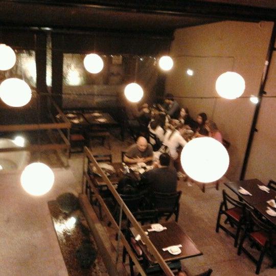 Foto tirada no(a) Kodai Sushi por Erika S. em 6/17/2012