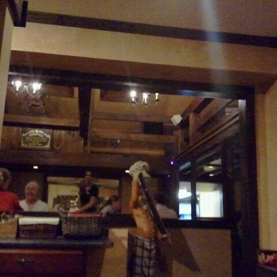 Photo prise au Horseshoe Pub & Restaurant par Sean W. le11/9/2011