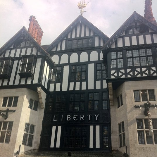 Photo prise au Liberty of London par Joanne L. le8/14/2011