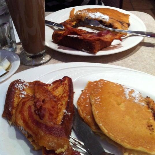 Photo prise au Morning Star Cafe par Clara M. le12/17/2011