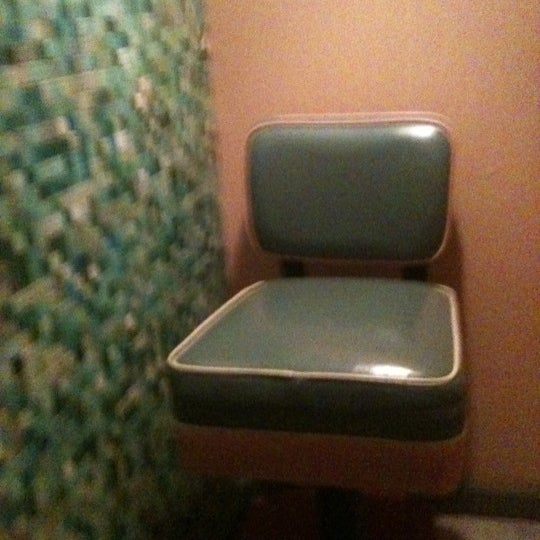 Go to the bathroom in pairs to utilize the viewing chair ... Now that's a show!