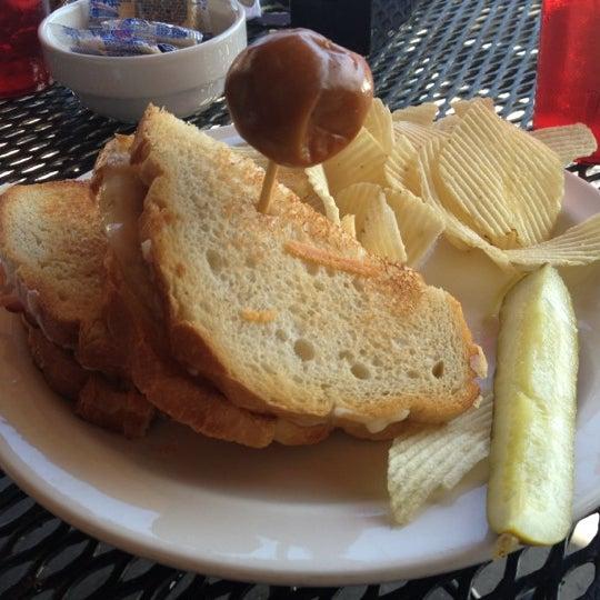 Foto tirada no(a) Hammontree's Grilled Cheese por Mark F. em 2/29/2012