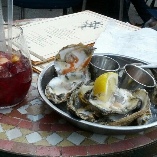 Photo prise au Nomad Restaurant par Michael L P. le8/23/2012