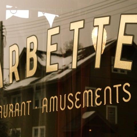 Foto tirada no(a) Barbette por Demian B. em 10/25/2011