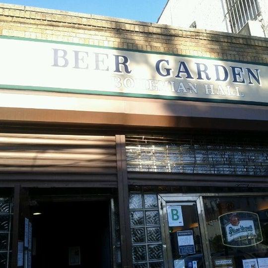 11/5/2011 tarihinde David G.ziyaretçi tarafından Bohemian Hall & Beer Garden'de çekilen fotoğraf