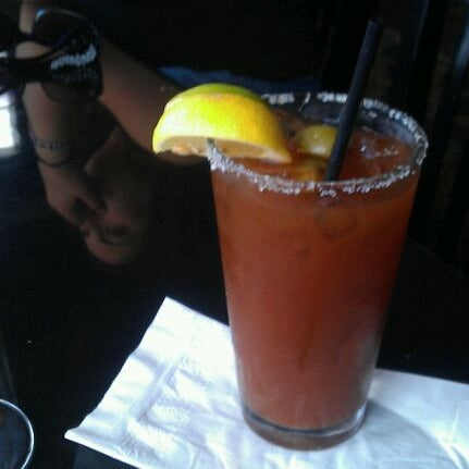 9/11/2011 tarihinde Amber H.ziyaretçi tarafından Royal Oak Bar and Grill'de çekilen fotoğraf