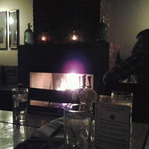 1/14/2012 tarihinde Kristene E.ziyaretçi tarafından Two Door Tavern'de çekilen fotoğraf