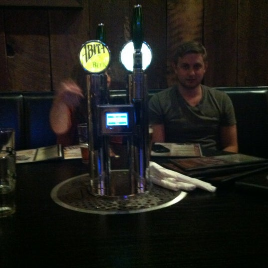 รูปภาพถ่ายที่ Tyler's Restaurant & Taproom โดย Rheannon S. เมื่อ 4/26/2012