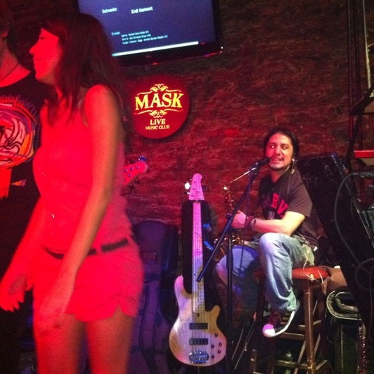 Foto diambil di Mask Live Music Club oleh Bora C. pada 9/14/2011