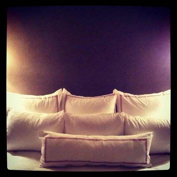 Foto scattata a Hotel Giraffe da Stefan T. il 2/15/2012