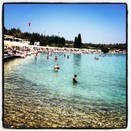 Das Foto wurde bei Babylon Çeşme von Burcu A. am 7/14/2012 aufgenommen