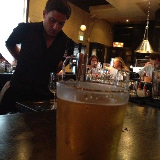 6/17/2012 tarihinde Julie B.ziyaretçi tarafından The Luggage Room Pizzeria'de çekilen fotoğraf