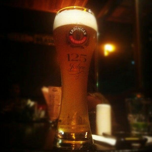 Foto diambil di All Black Irish Pub oleh Rafael P. pada 3/29/2012