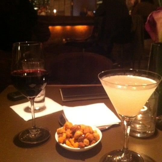 Снимок сделан в SOUTHGATE Bar & Restaurant пользователем Soo Jung L. 5/23/2012