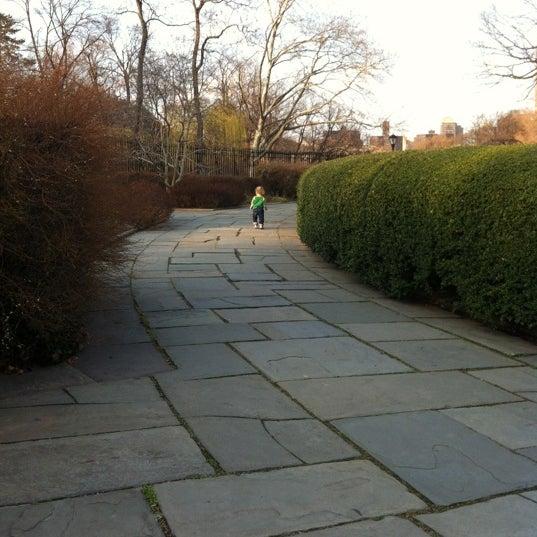Foto scattata a Conservatory Garden da Darcy D. il 3/13/2012