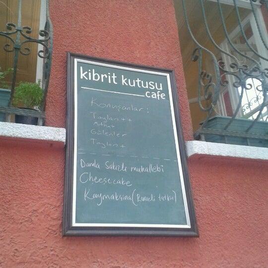 Das Foto wurde bei Kibrit Kutusu von Erdem Ç. am 8/11/2012 aufgenommen