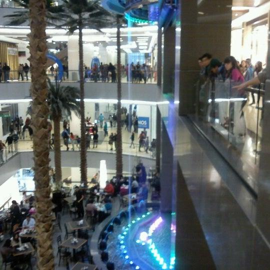 Foto scattata a Costanera Center da Viviana C. il 7/17/2012