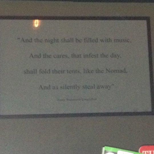 Das Foto wurde bei The Dead Poet von Katelyn C. am 4/18/2012 aufgenommen