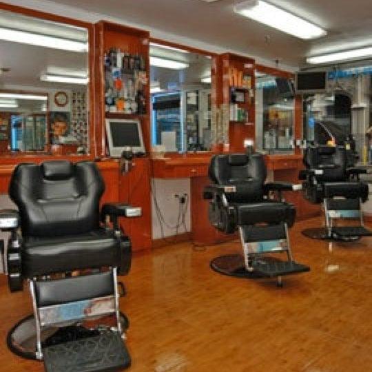 Foto scattata a David's Hairstyling da david's h. il 5/19/2012