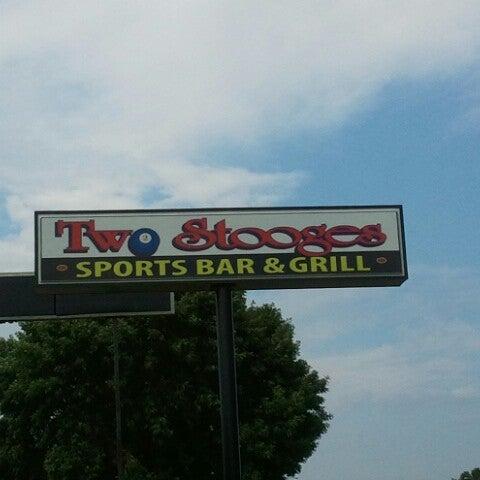 7/12/2012에 Jason B.님이 Two Stooges Sports Bar & Grill에서 찍은 사진