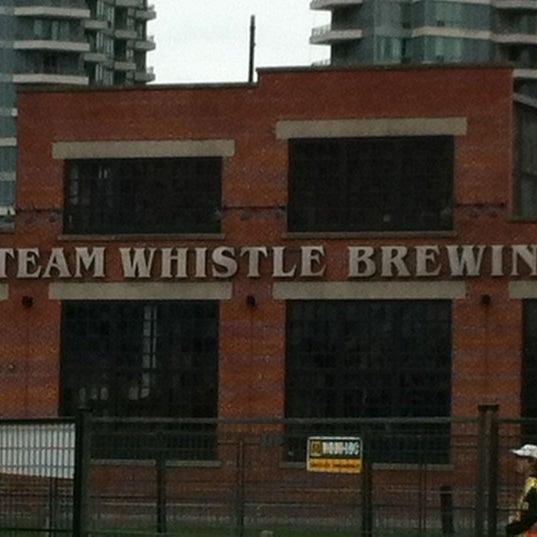 10/22/2011 tarihinde Shilpaziyaretçi tarafından Steam Whistle Brewing'de çekilen fotoğraf